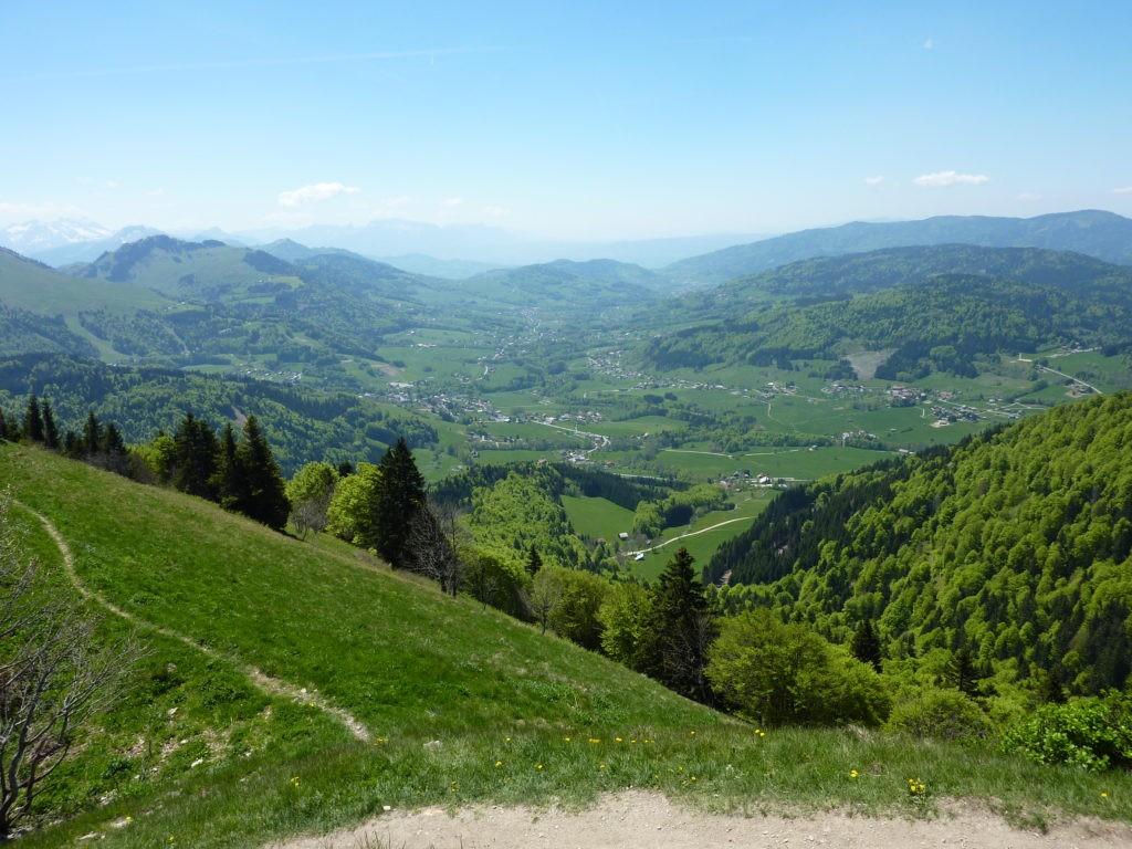 Vue sur la vallée Verte en Haute-Savoie