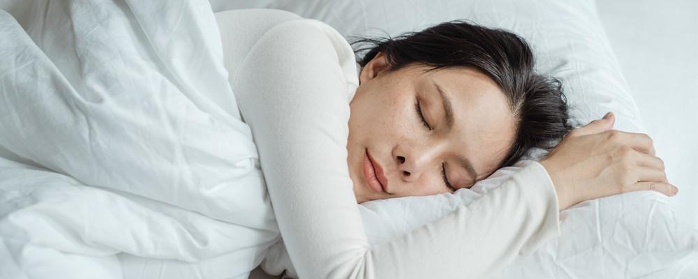 L'hypnose vous aide à vous détendre pour mieux dormir